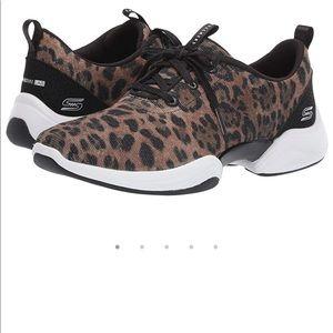 Skechers leopard shimmer tennis shoes